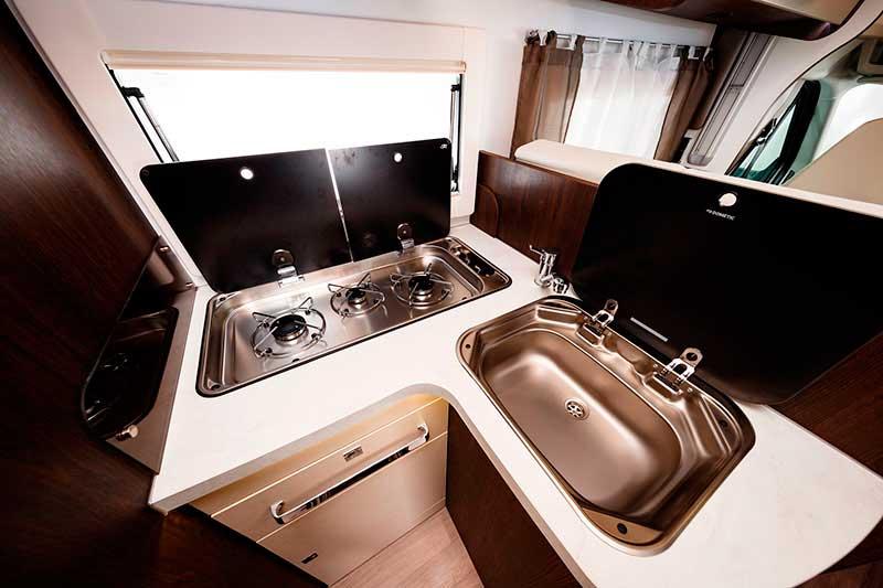 Cocina y fregadero abierto