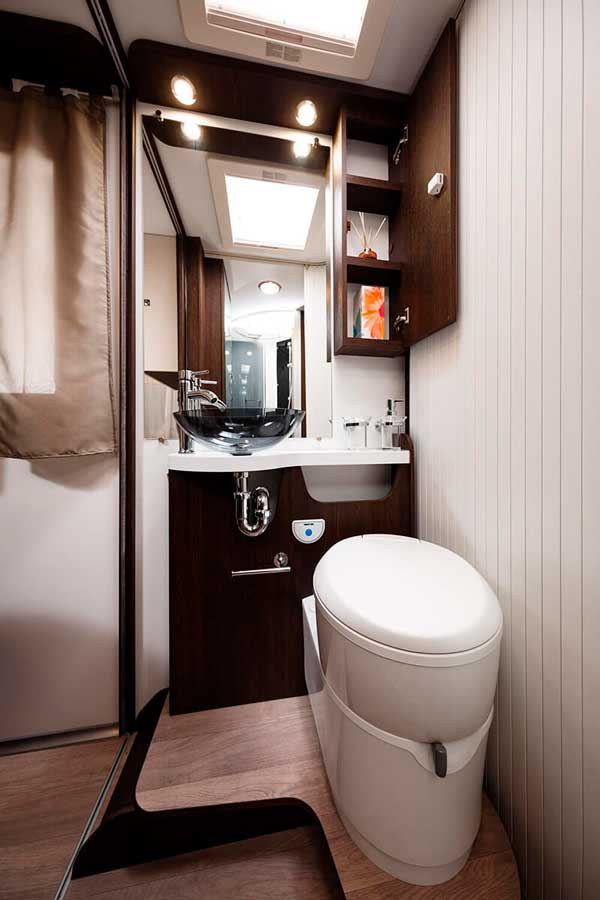 Lavabo y baño en autorcaravana Tessoro